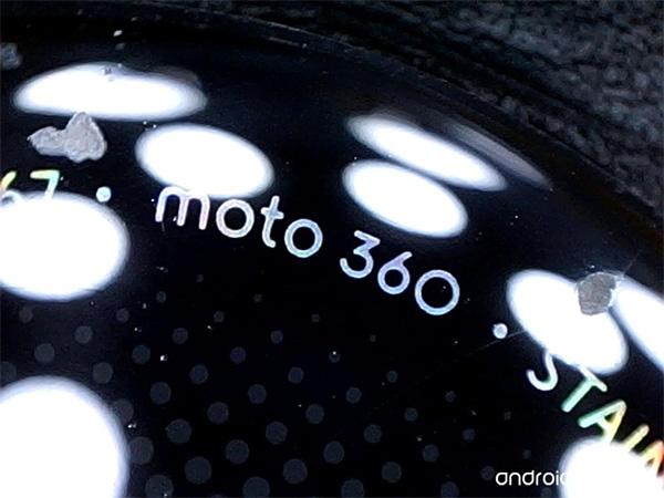 Moto 360 под микроскопом