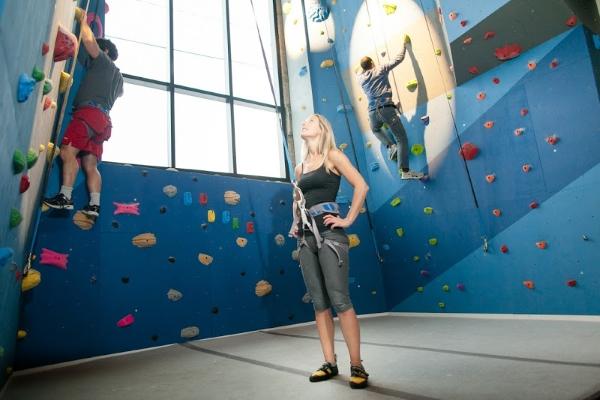 the-climbing-wall-at-google-kw