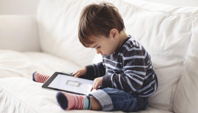 dziecko-i-tablet_37246