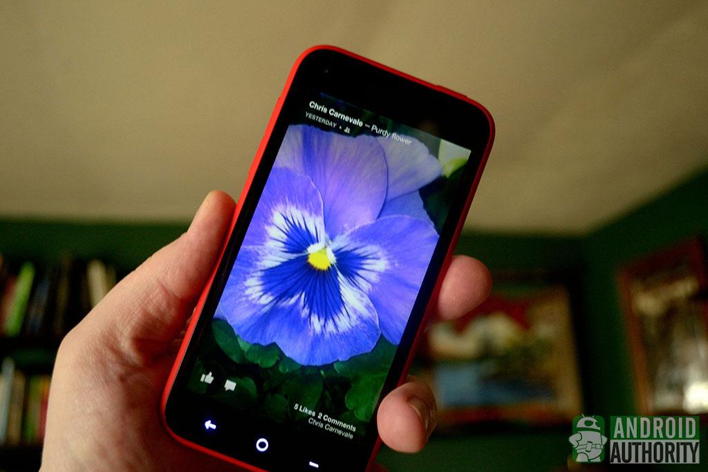 Самсунг  представила новейшую  версию гибкого смартфона-раскладушки